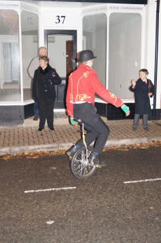 Unicyclist makes it look wheely easy
