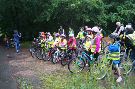 Young cyclists are all ready to go